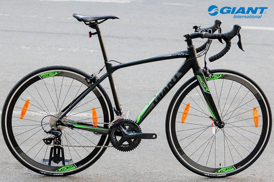 Giant SCR 1 phiên bản đen/xanh có giá niêm yết là 20.900.000 đồng
