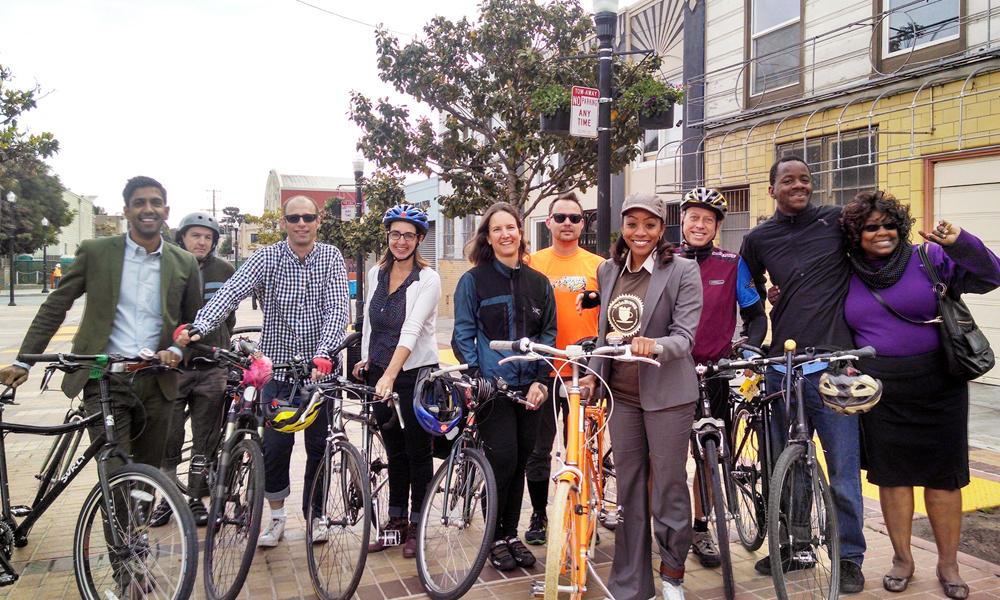 Đạp xe theo nhóm đồng nghiệp đi làm giúp nâng cao hiệu quả công việc