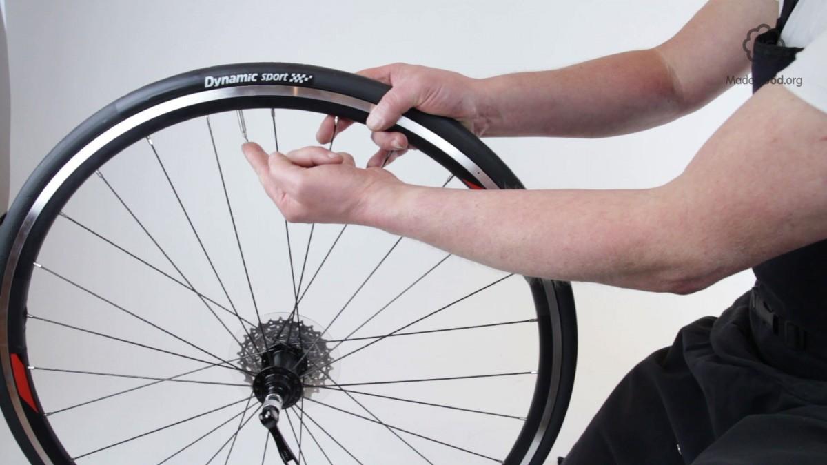 Không nên để cho lốp xe đạp quá căng hay quá mềm