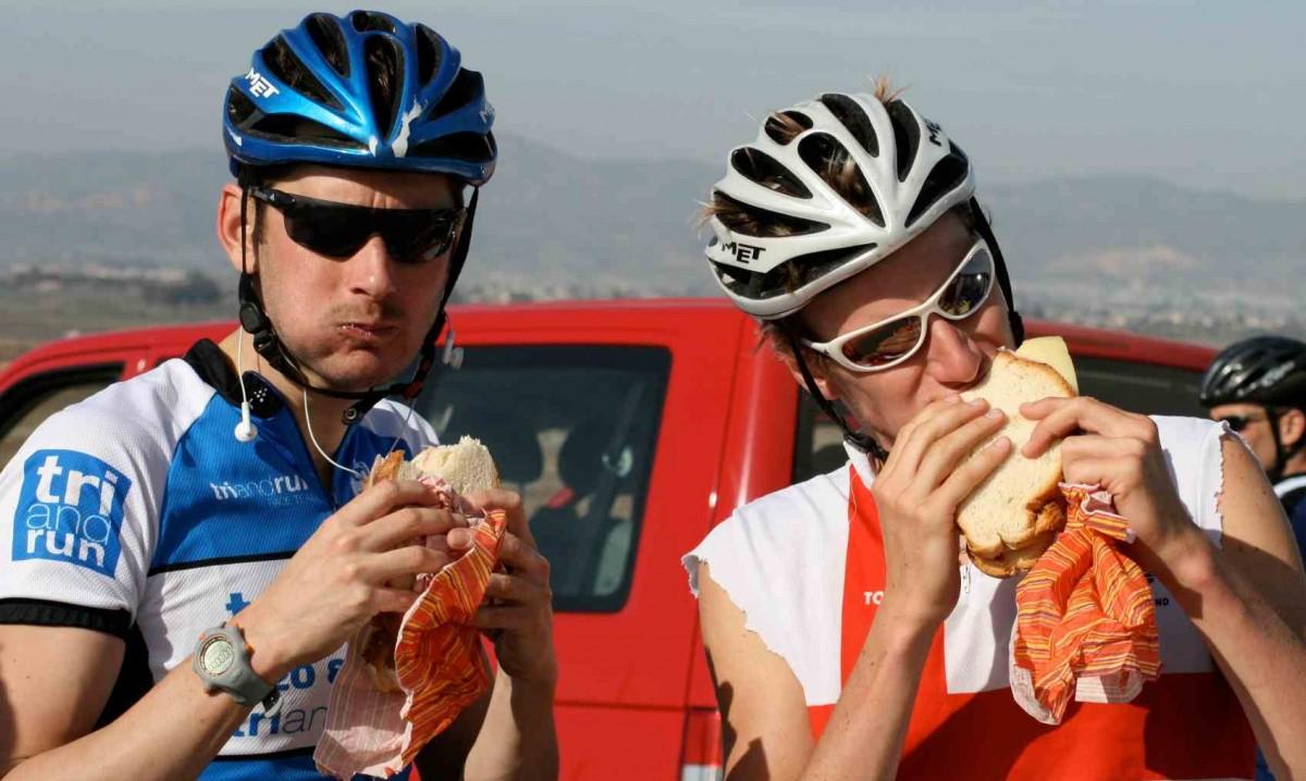 Bữa sáng khi cuộc thi diễn ra, bạn nên nạp vào lượng thức ăn tương tự như những ngày luyện tập
