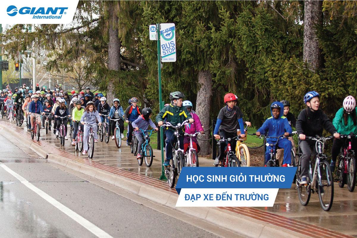 Học sinh giỏi thường đạp xe đến trường!