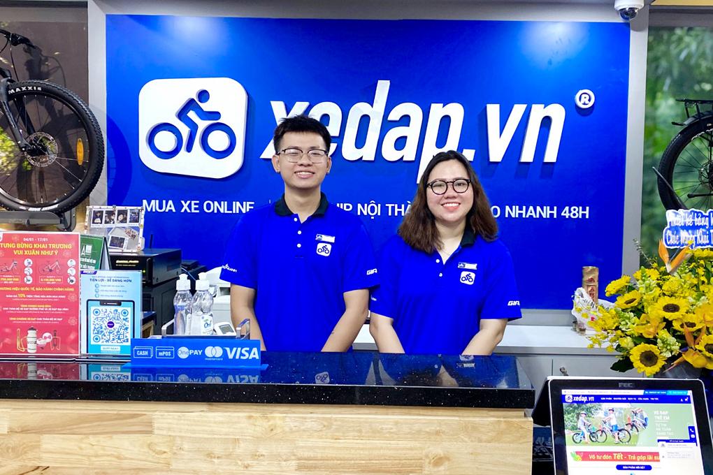 Nhân viên cửa hàng Xedap.vn hân hạnh được phục vụ quý khách hàng